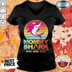 Pretty Mommy Of The Baby Shark Birthday V-neck-Design By Soyatees.com