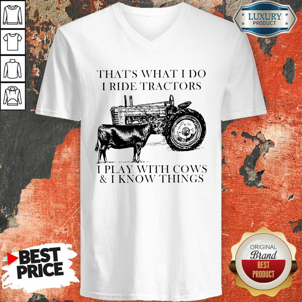Thats What I Do I Ride Tractors I Play With Cows And I Know Things V-neck - Desisn By Soyatees.com