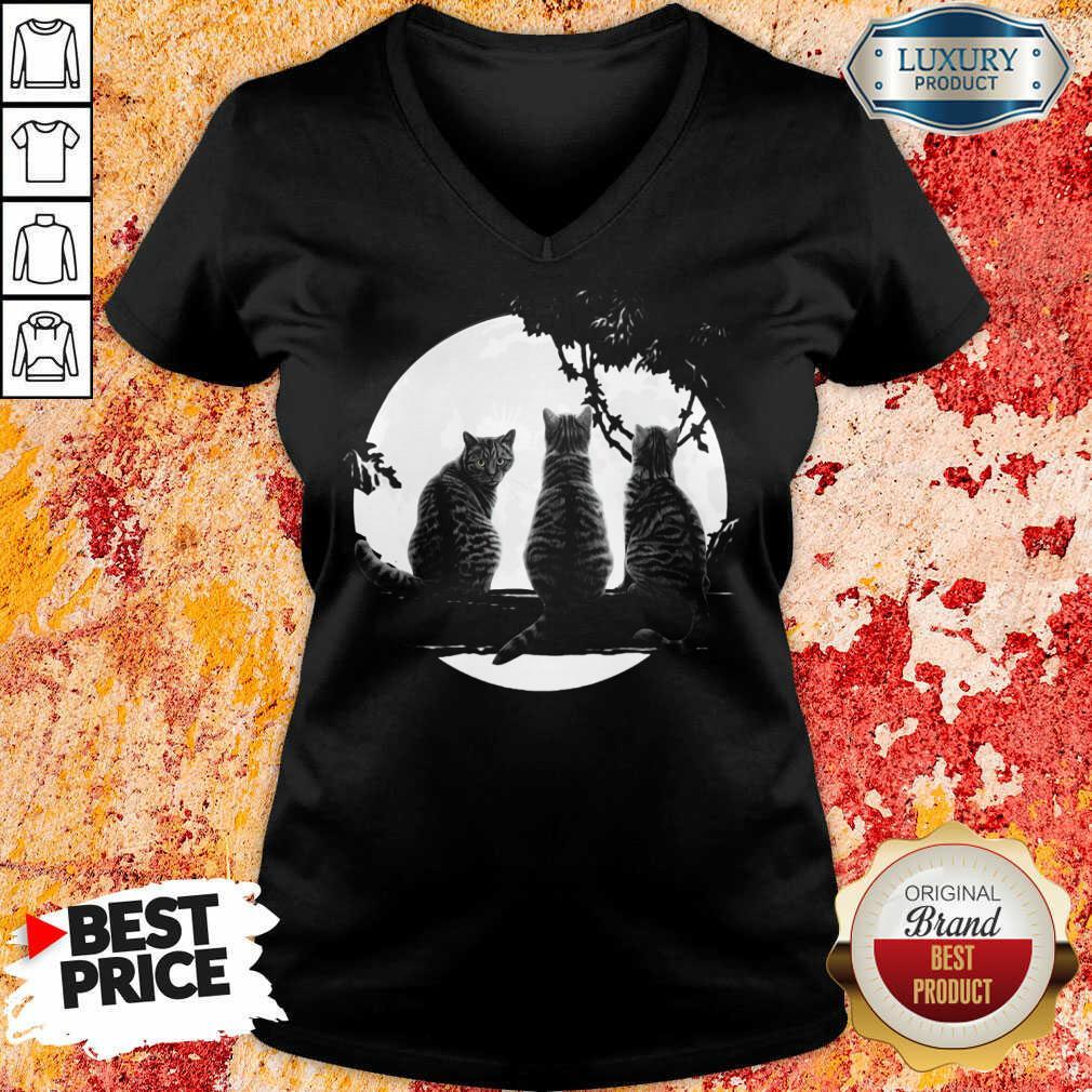 Nice Three Cats Under The Moon V-Neck